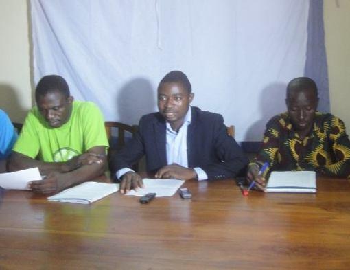 E.Sogadji au milieu de ses collègues de la plateforme contre la vie chère.